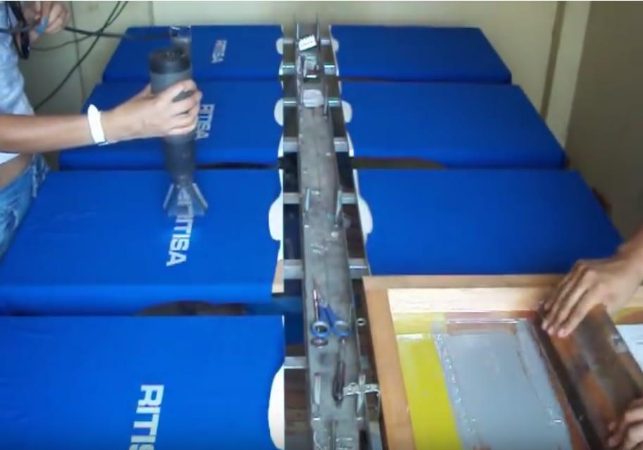 Manual Screen printing on line table